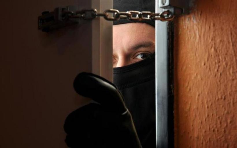 Με τέσσερα επίθετα και 11 μικρά ονόματα κυκλοφορούσε κλέφτης στον Αλμυρό