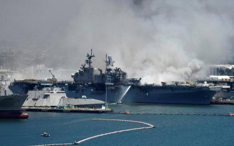 Έκρηξη σε πολεμικό πλοίο των ΗΠΑ: «Η φωτιά θα συνεχιστεί για μέρες» – Τουλάχιστον 21 τραυματίες
