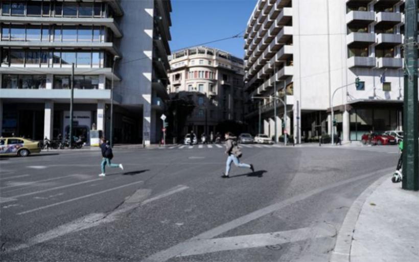 Κοροναϊος: Γύρισαν από το εξωτερικό και… έκαναν βόλτες – Πρόστιμο 5.000 ευρώ στον καθένα