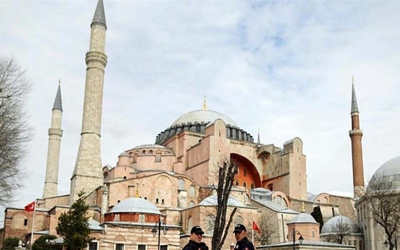 Αγία Σοφία: Τα σχέδια για την κάλυψη των αγιογραφιών και των ψηφιδωτών παρουσιάζονται στον Ερντογάν