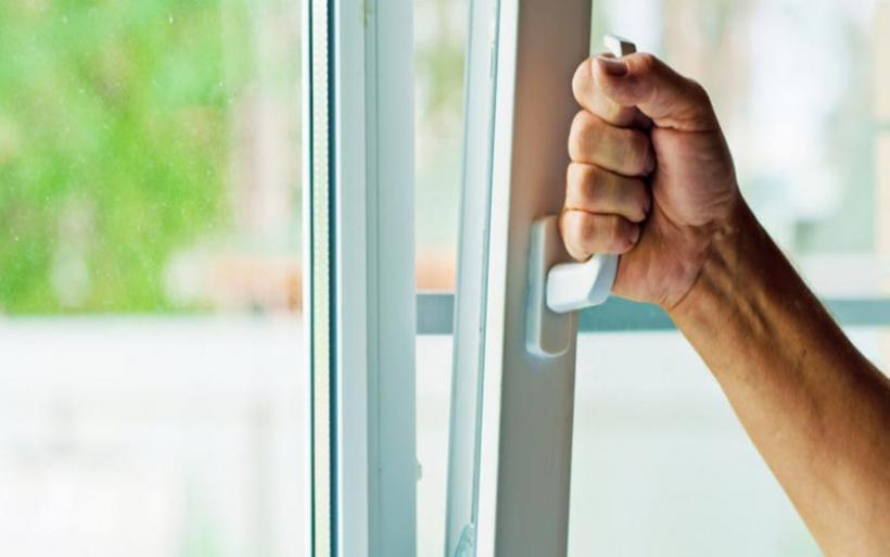 Κορωνοϊός: Πώς πρέπει να καθαρίζουμε τα σπίτια μας, τι λέει καθηγητής του ΑΠΘ