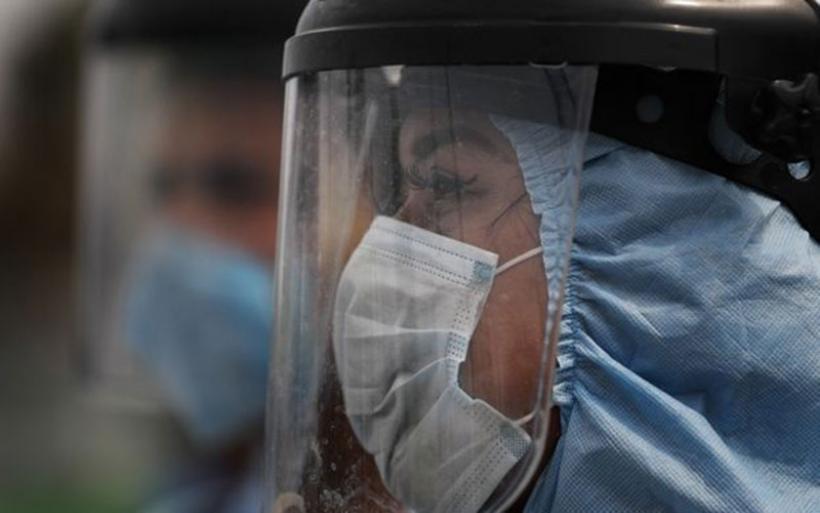 Κορονοϊός: Επιστήμονες θεωρούν πιθανό να μεταδίδεται απλώς με την αναπνοή