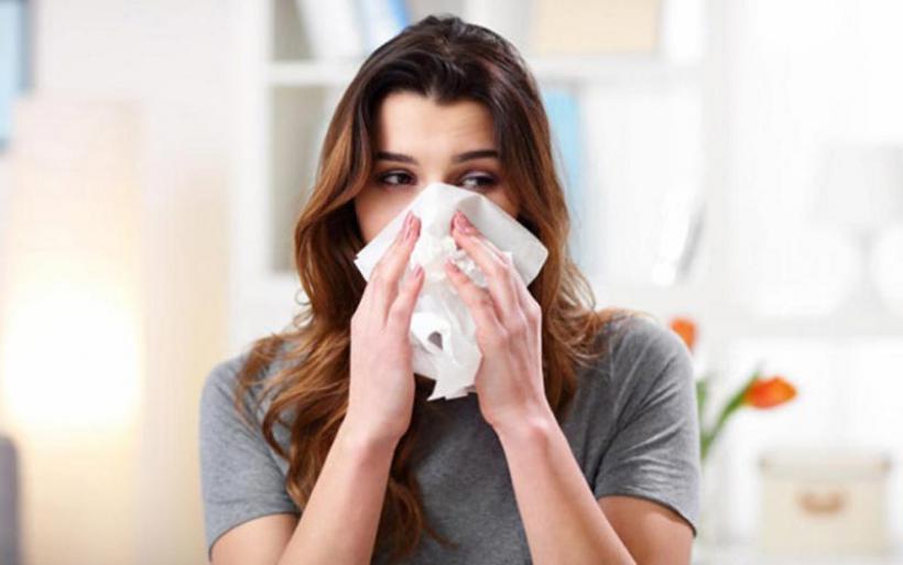 Πώς να ξεχωρίσετε τα συμπτώματα μεταξύ κορωνοϊού, κρυώματος, αλλεργίας και γρίπης